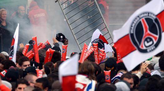Des supporters du Paris Saint-Germain se sont rassemblés sur la place du Trocadéro, à Paris, le 13 mai 2013, pour fêter le titre de champion de France du club de football.