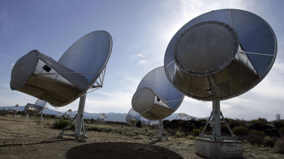 Des antennes radio du Allen Telescope Array,un projet de l'institut SETI qui vise à détecter des signaux extraterrestres, à Hat Creek(Californie, Etats-Unis), le 9 octobre 2007.