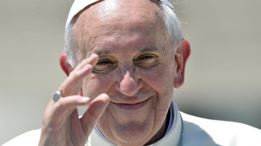 Le pape François, place Saint-Pierre au Vatican, le 12 juin 2013.