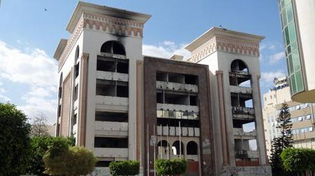 Le siège de l\'ancien parti (Rassemblement constitutionnel démocratique, RCD) de Zine el-Abidine Ben Ali à Sfax, incendié pendant la révolution du 14 janvier 2011.