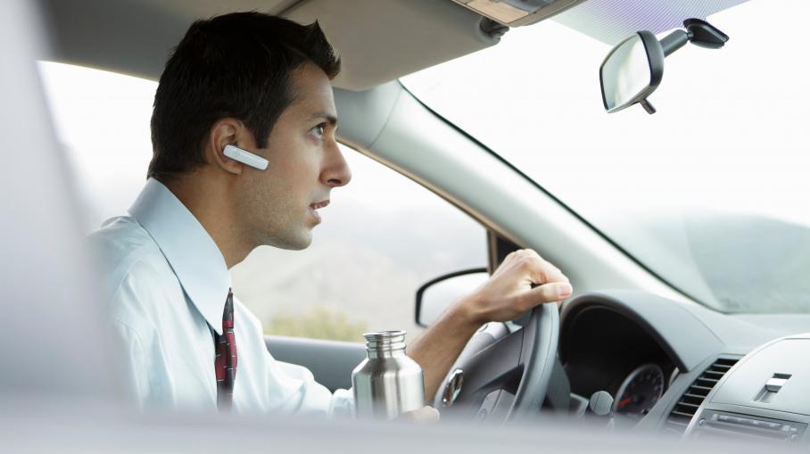 """Le Conseil national de la sécurité routièrerappelle qu'""""une conversation téléphonique, quel que soit le type de téléphonie utilisé, est un facteur de distraction"""", susceptible de provoquer des accidents."""