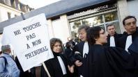 Des avocats du barreau de Saumur(Maine-et-Loire) protestaient, le 18 octobre 2007, contre la fermeture de leur tribunal de grande instance.