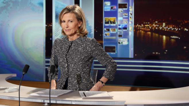 La journaliste de TF1, Claire Chazal, sur le plateau du journal télévisé, en février 2013.