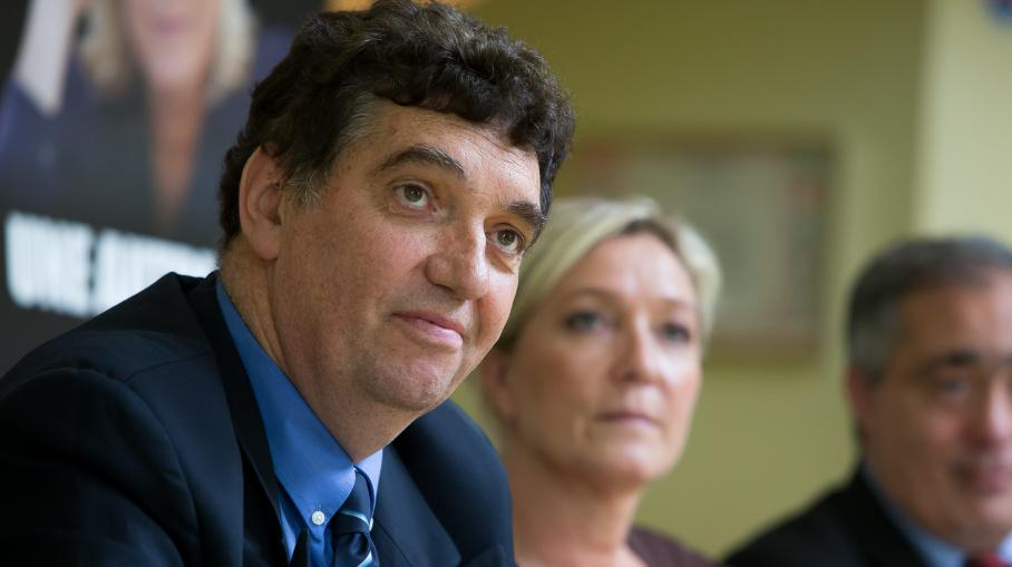 L'élu UMP de Gonesse (Val-d'Oise) Denis Vigouroux, le 1er juillet 2013, avec Marine Le Pen, la présidente du FN (à droite). Ilserasur la liste du Rassemblement bleu Marine aux élections municipales de mars 2014.