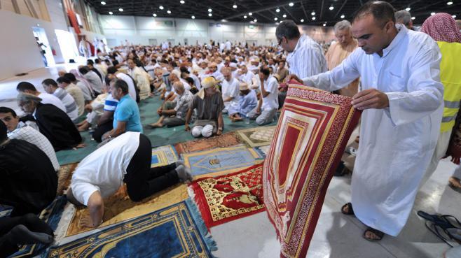 Une prière musulmane, le 19 août 2012, au Parc Chanot, à Marseille.