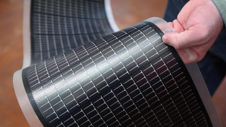 Des panneaux solaires souples, présentés le 3 mars 2009 à Golden, dans le Colorado (Etats-Unis).
