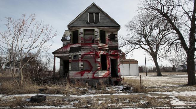 Detroit a perdu la moitié de sa population en 60 ans. Les maisons se vident et les acheteurs potentiels se font rares.