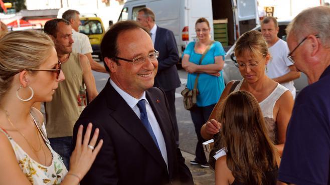François Hollande en visite surprise sur le marché de Tulle, le 20 juillet 2013.