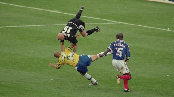 Foot la coupe du monde 1998 pas pargn e par le dopage - Johnny hallyday coupe du monde 2002 ...
