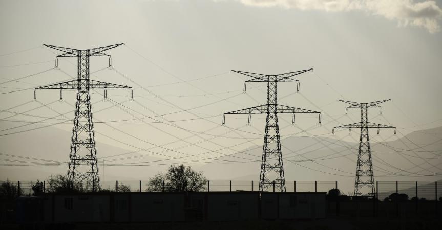 Mais Qui Veut Déboulonner Les Pylônes électriques