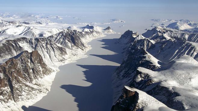 Un canyon géant découvert sous les glaces du Groenland 2468005