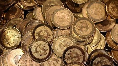 Le Maroc et l'Algérie ne veulent pas en entendre parler. L'usage du bitcoin est interdit sur leur territoire. En revanche, d'autres pays africains voient en cette cryptomonnaie une chance pour le développement économique. Malgré la volatilité, l'absence d