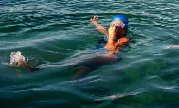L'Américaine Diana Nyad au début de sa traversée à la nage du détroit de Floride, le 31 août 2013 à La Havane à Cuba.