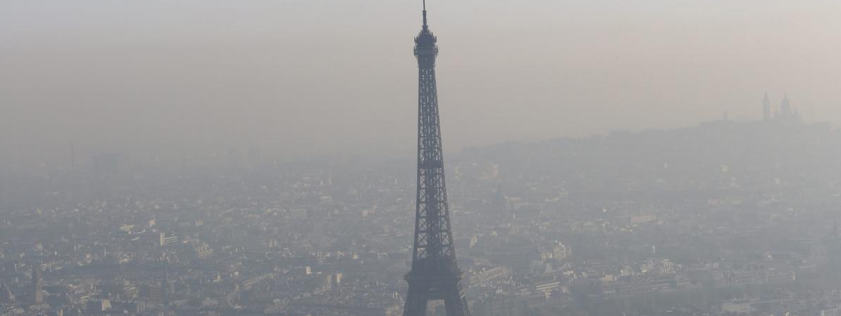 Un nuage de pollution au-dessus de Paris, le 24 avril 2013.