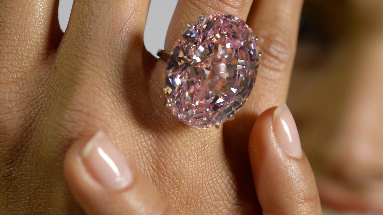 L Etoile Rose Diamant Le Plus Cher Jamais Vendu Aux Encheres