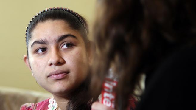 Leonarda Dibrani, 15 ans, après son expulsion de France, le 17 octobre 2013 à Mitrovica (Kosovo).