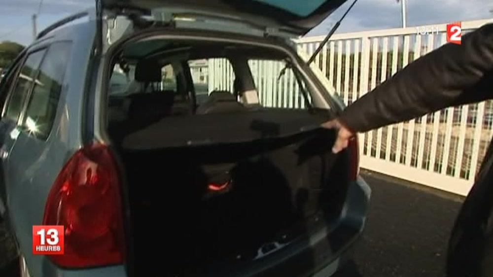 corr ze un b b retrouv vivant dans le coffre d 39 une voiture en replay 28 octobre 2013. Black Bedroom Furniture Sets. Home Design Ideas