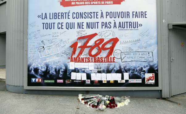 """""""Les amants de la Bastille"""" : recueillement après la mort du directeur technique 2854278"""