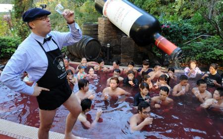 Photo Hebdo : de Theresa May bousculée au Beaujolais nouveau