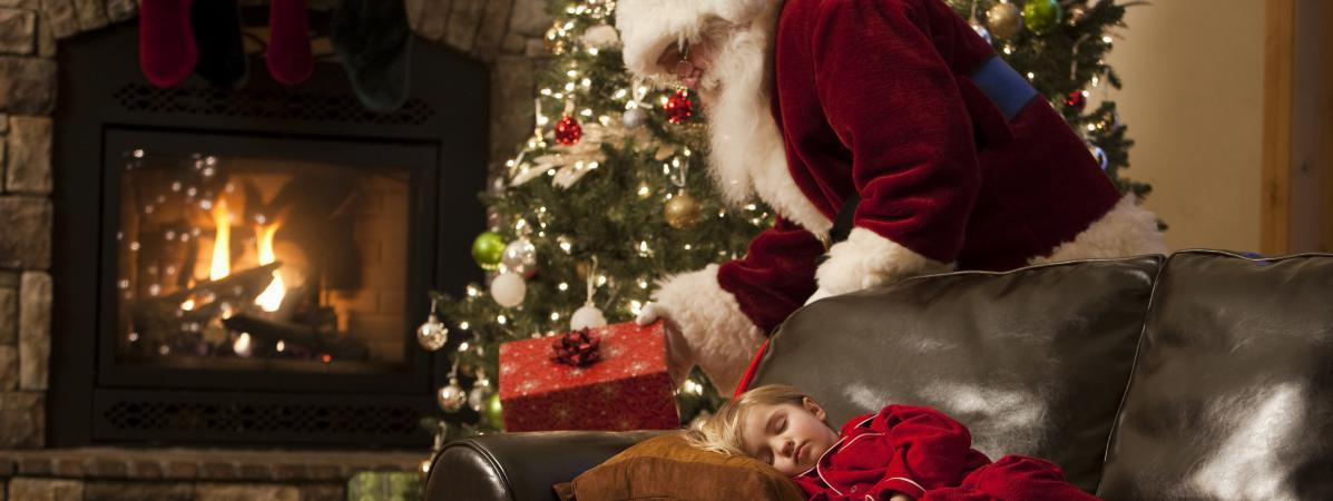 Il faut faire attention à ne pas annoncer trop tôt, ni trop tard, que le père Noël n\'existe pas.