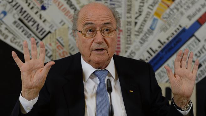 Le président de la Fifa, Sepp Blatter, lors d'une conférence de presse, à Rome (Italie), le 22 novembre 2013.