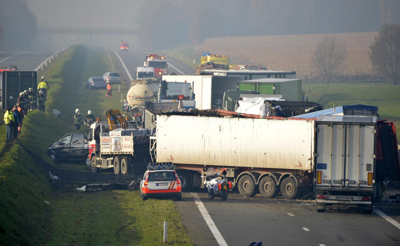 L'ouest Belgique VideoGigantesque Carambolage Dans De La zMUVpGqLS