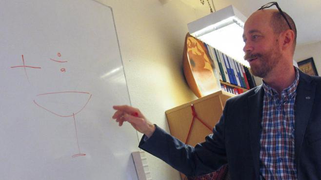 """Livar Frøyland, directeur du programme de recherche """"Produits de la mer et santé"""" au Nifes, dans son bureau à Bergen (Norvège), le 25 octobre 2013."""
