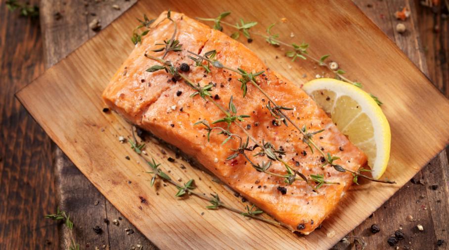 Frais ou fumé, le saumon contient de nombreux pesticides et métaux lourds.