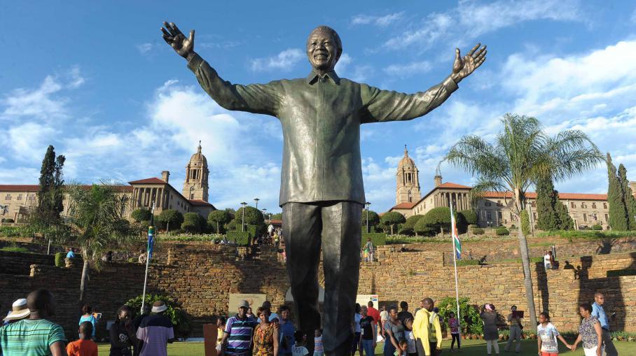VIDEO. Une statue géante de Mandela érigée à Pretoria