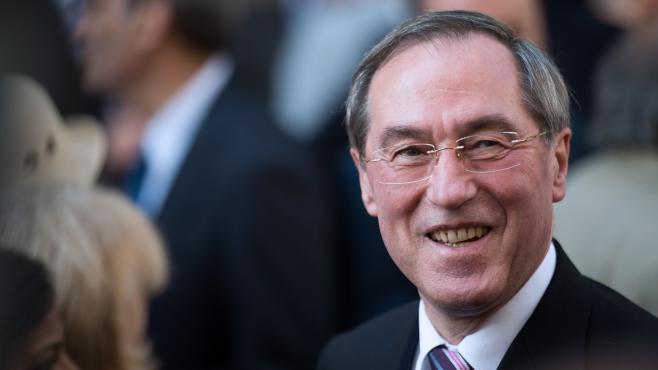 L'ancien ministre de l'Intérieur Claude Guéant quitte le siège de l'UMP, le 8 juillet 2013 à Paris.