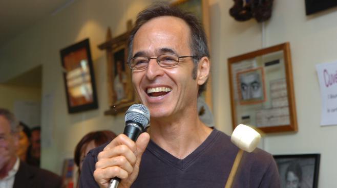 """Jean-Jacques Goldman lors des """"vendanges du cœur"""" au profit des Restos du cœur, le 9 juillet 2007 àOuveillan (Aude)."""