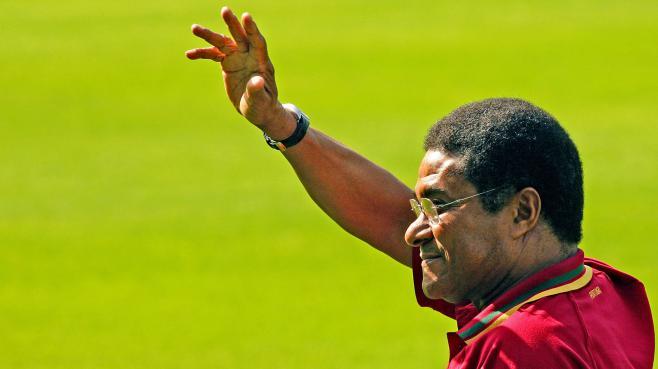L'ancienne star du foot portugais, Eusebio (ici en Allemagne, à Güteslohle 18 juin 2006),a tiré sa réverence.