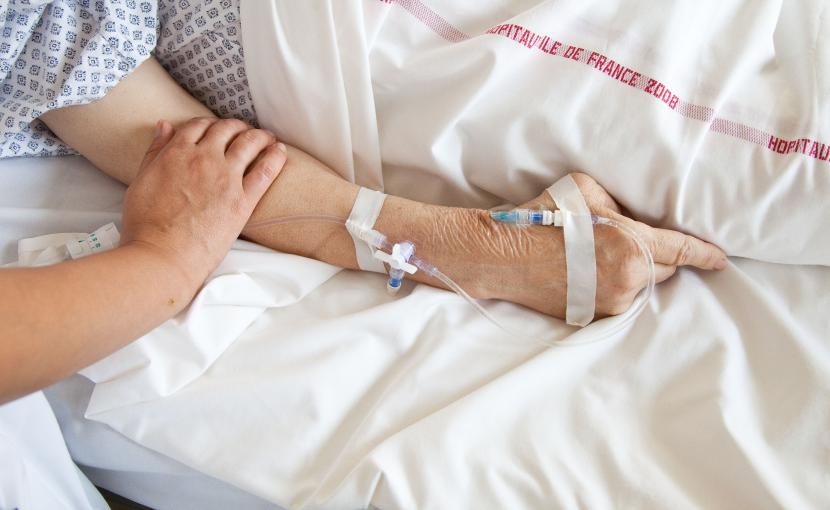 Un patient dans l'unité de soins palliatifs de l'hôpital de Puteaux (Hauts-de-Seine).