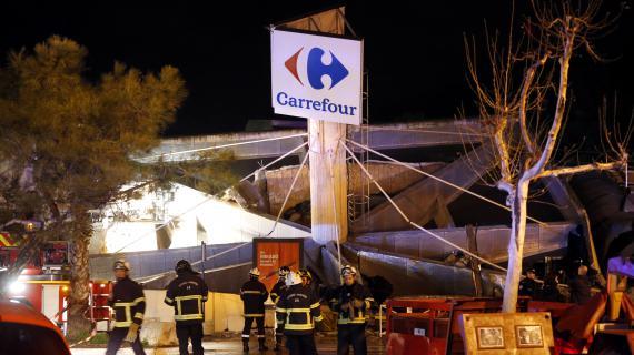 VIDEO. La toiture d'un magasin Carrefour s'effondre à Nice et fait deux blessés