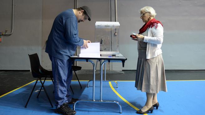 """Chaque électeur pourra voter """"blanc"""" soit en introduisant dans l'enveloppe un bulletin blanc, soit en laissant cette enveloppe vide."""