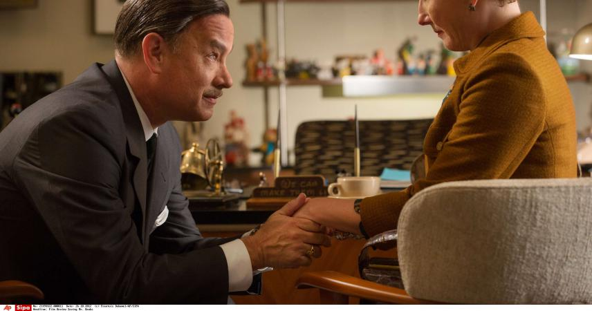"Walt Disney (Tom Hanks) et l\'auteure australienne P. L. Travers (Emma Thompson), dans le film ""Dans l\'ombre de Mary–La promesse de Disney\"", qui sort en salle en France le 5 mars 2014."