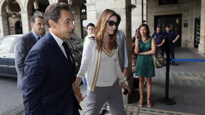 Nicolas Sarkozy et sa femme Carla Bruni-Sarkozy à Paris, le 28 juin 2012.
