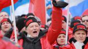 """""""Le fascisme ne passera pas"""", scandent des manifestants pro-Poutine, à Moscou (Russie), le 15 mars 2014."""