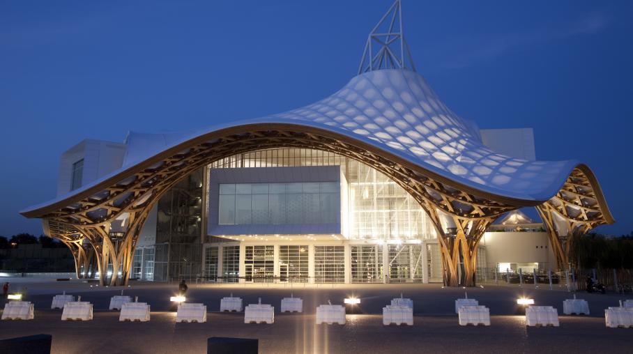 Shigeru ban l 39 architecte du centre pompidou metz for Prix du m2 metz