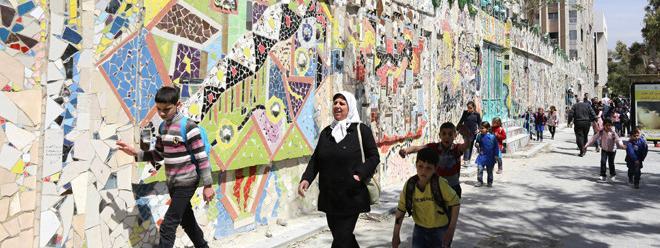 En Syrie Une Peinture Murale Faite D Objets Recyclés