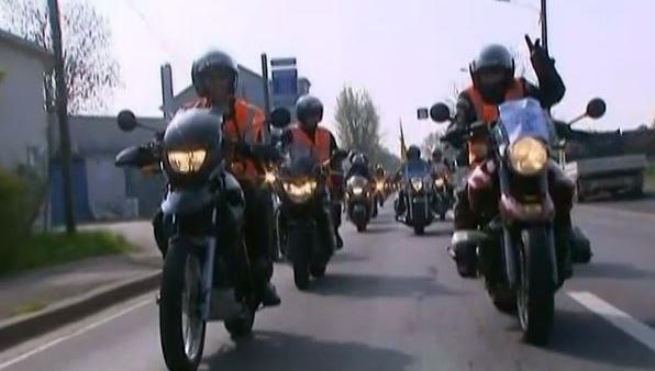 video les motards en col re manifestent contre la limitation 80 km h. Black Bedroom Furniture Sets. Home Design Ideas
