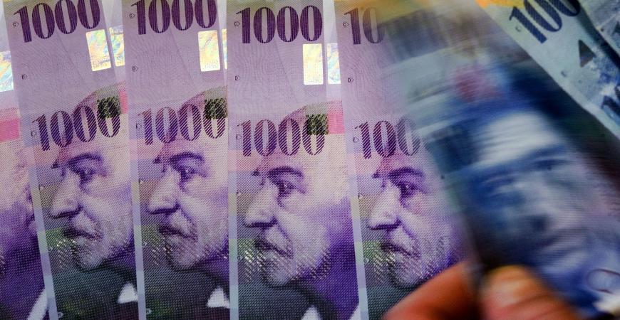 Pourquoi Un Salaire Minimum A 3 270 Euros En Suisse N Est