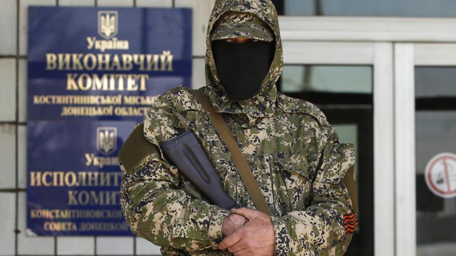 direct ukraine des pro russes attaquent une marche pro kiev donetsk. Black Bedroom Furniture Sets. Home Design Ideas