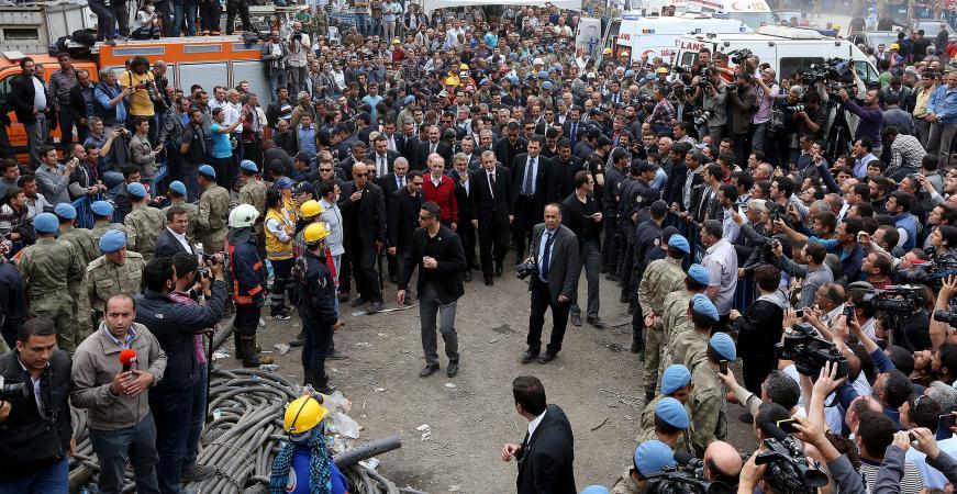 turquie manifestation contre le premier ministre sur le site de l 39 accident minier. Black Bedroom Furniture Sets. Home Design Ideas