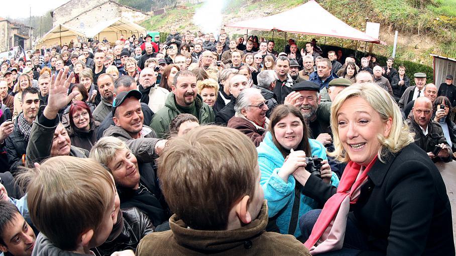 La présidente du Front national, Marine Le Pen, en avril 2012 à Brachay (Haute-Marne), l'une des communes qui a le plus voté FN aux européennes de 2014.