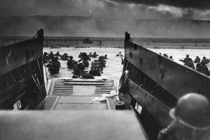 """VIDEO. 6 juin 1944, à Omaha Beach : """"Sommes cloués sur place par artillerie ennemie, crucifiés plutôt"""""""