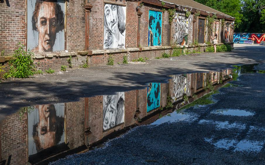 des street artists habillent l 39 ancienne casse auto d 39 aubervilliers francetv info. Black Bedroom Furniture Sets. Home Design Ideas