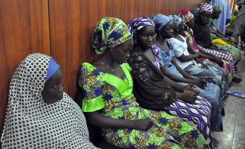 Des lycéennes qui se sont échappées après avoir été enlevées par la secteBoko Haram, à Maiduguri (Nigeria), le 2 juin 2014.