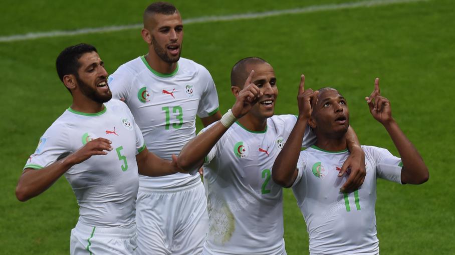 Les joueurs algériens Rafik Halliche, Islam Slimani,Madjid Bougherra etYacine Brahimi (de gauche à droite), célèbrent un but lors du match face à la Corée du Sud, pendant le Mondial au Brésil, le 22 juin 2014.
