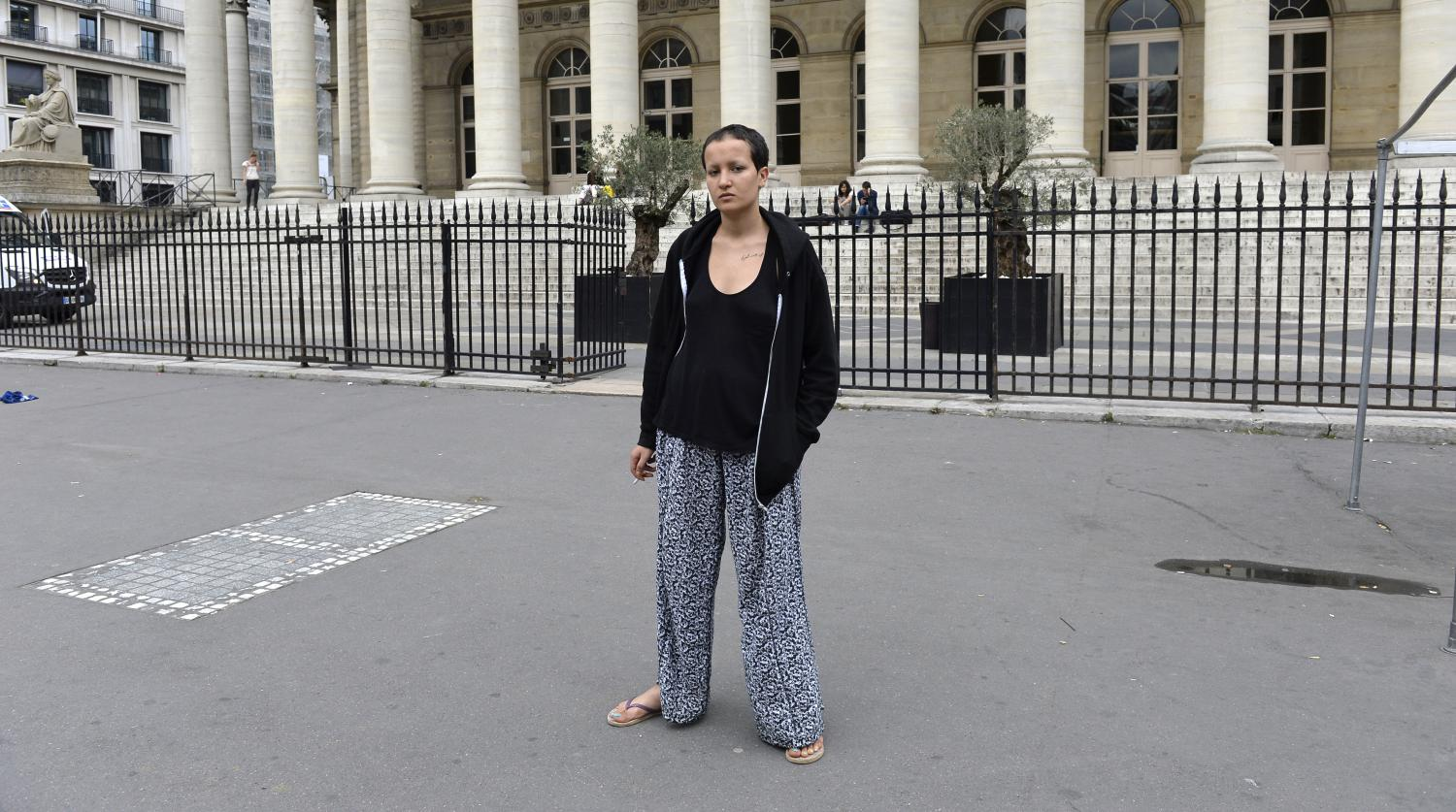 l 39 ex femen amina porte plainte pour agression paris. Black Bedroom Furniture Sets. Home Design Ideas